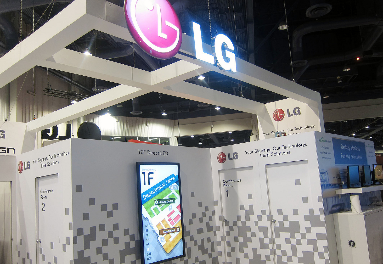 Digital signage in an exhibition setting