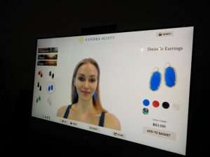 Digital signage in retail: Virtual mirrors