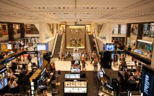Digital Signage in Retail: At a shopping mall