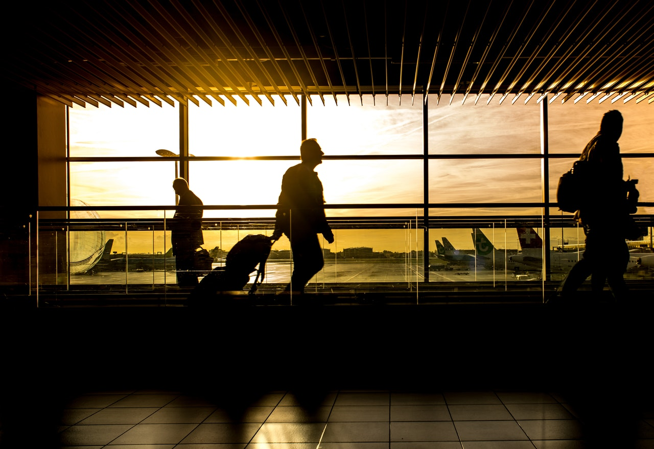 Airport digital signage: Travelers