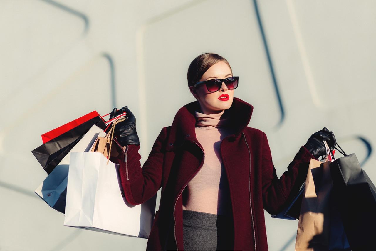fashion digital signage image: shopping